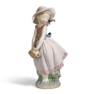 Lladro 01008246 Pretty Innocence Girl Figurine